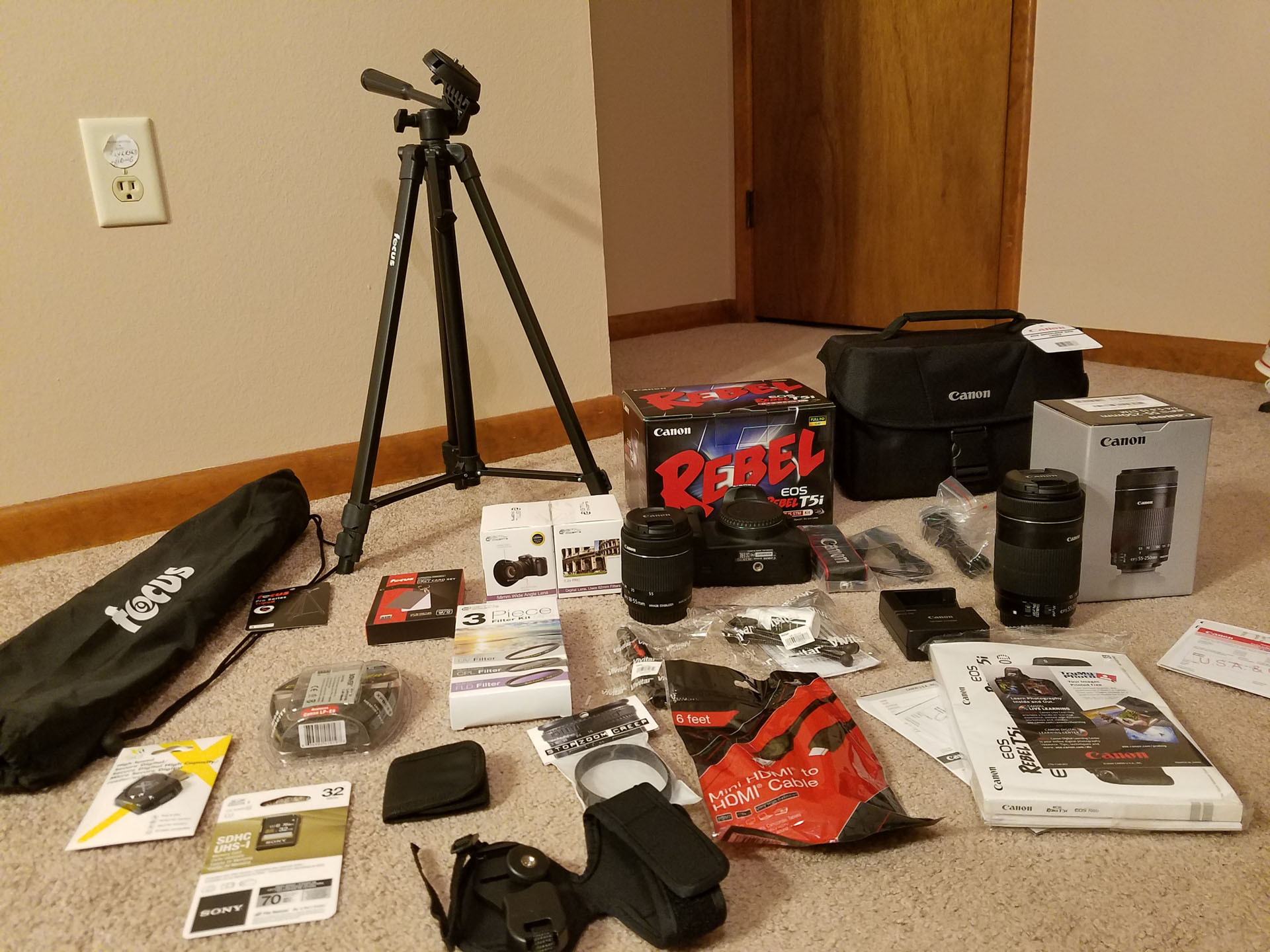 Canon EOS Rebel T5i Digital Camera Deluxe Bundle Review